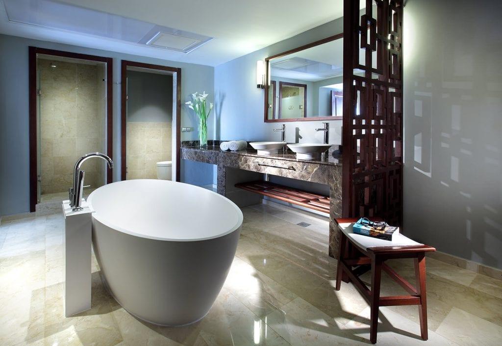 Grand-Palladium-Bvaro-Suites-Resort-Spa-Luxury-Master-Suite
