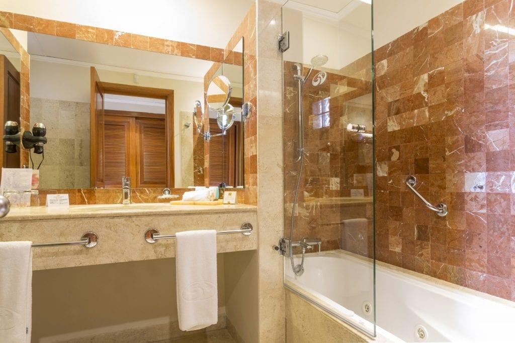 Grand-Palladium-Colonial-Resort-Spa-Junior-Suite