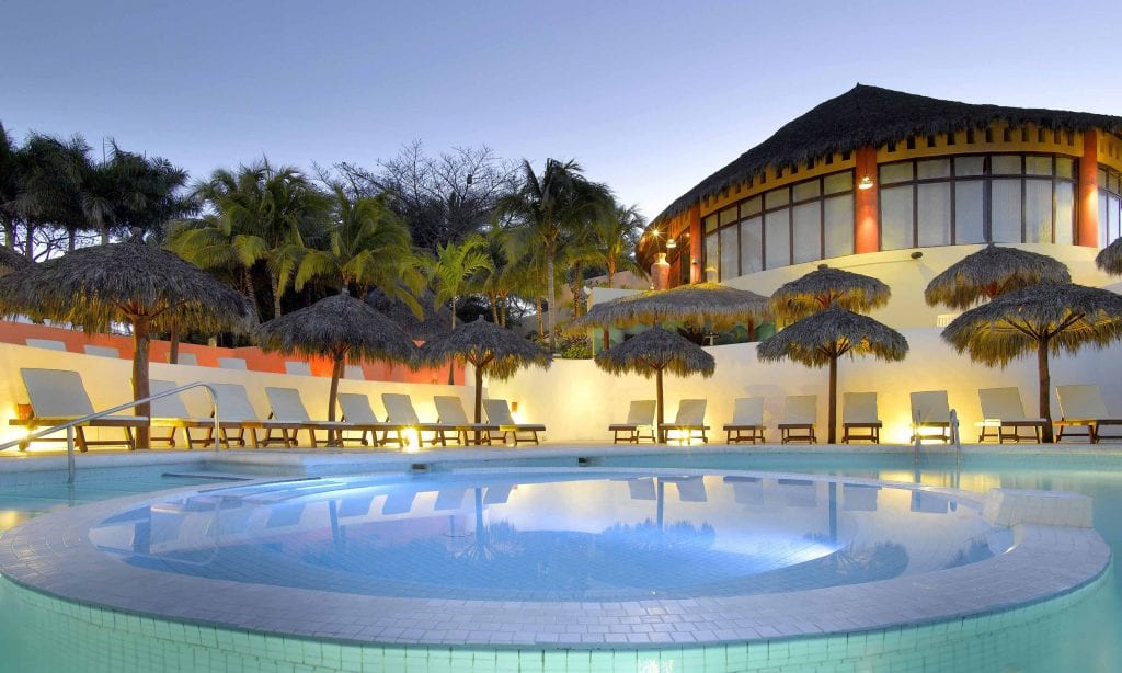Grand-Palladium-Vallarta-Resort-Spa-Piscina-principal-2