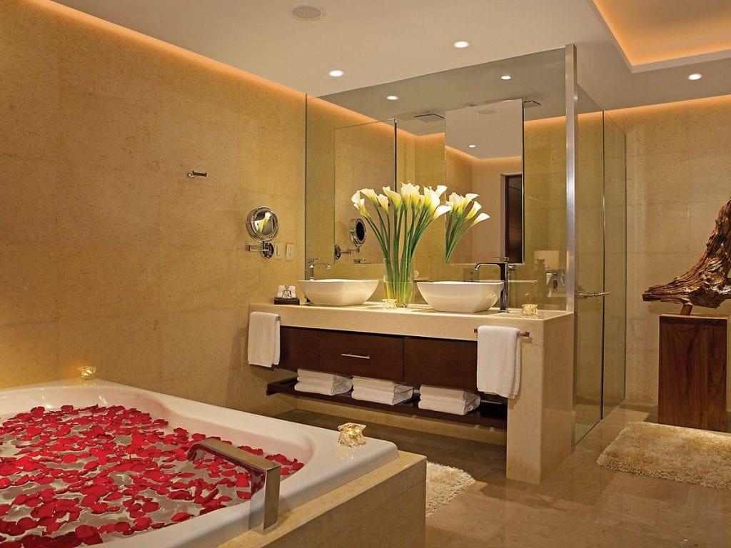 SECPM_MasterSuite_Bathroom_1