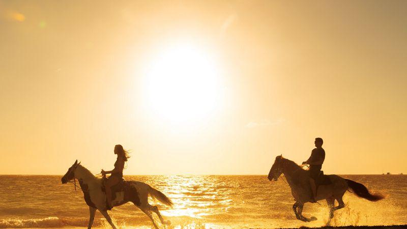 SERPC_EXT_Couple_Horseback_Riding2_1A