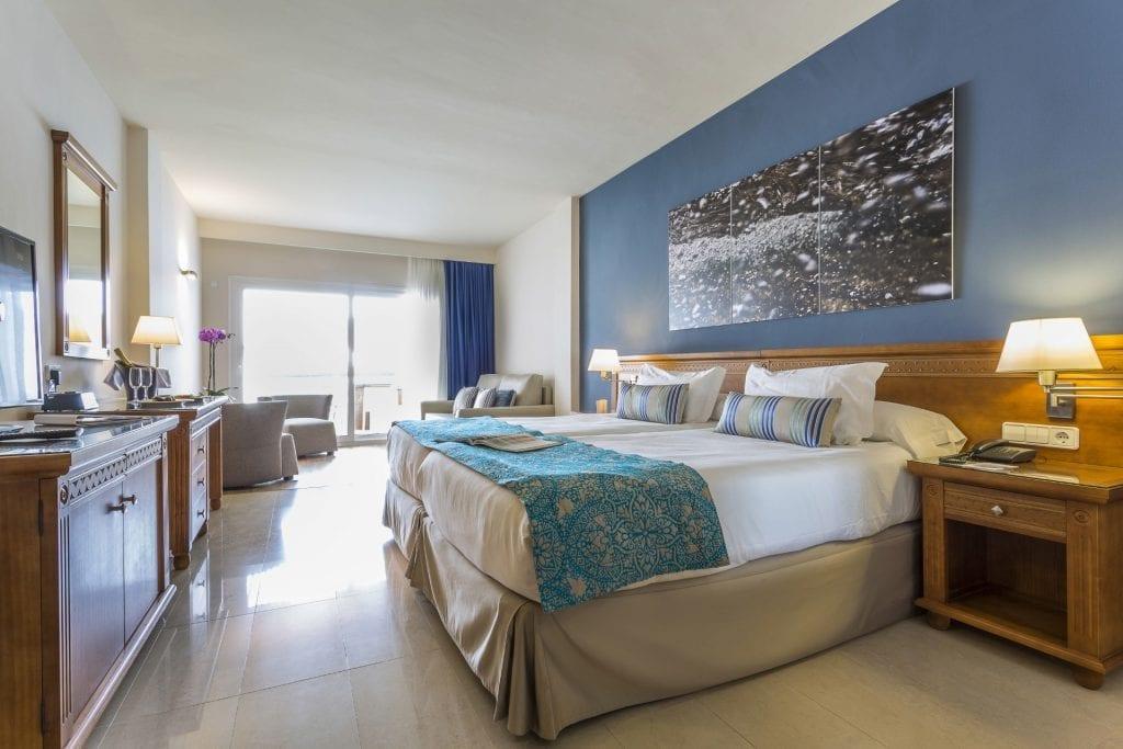 grand-palladium-palace-ibiza-resort-Jacuzzi-suite-8523