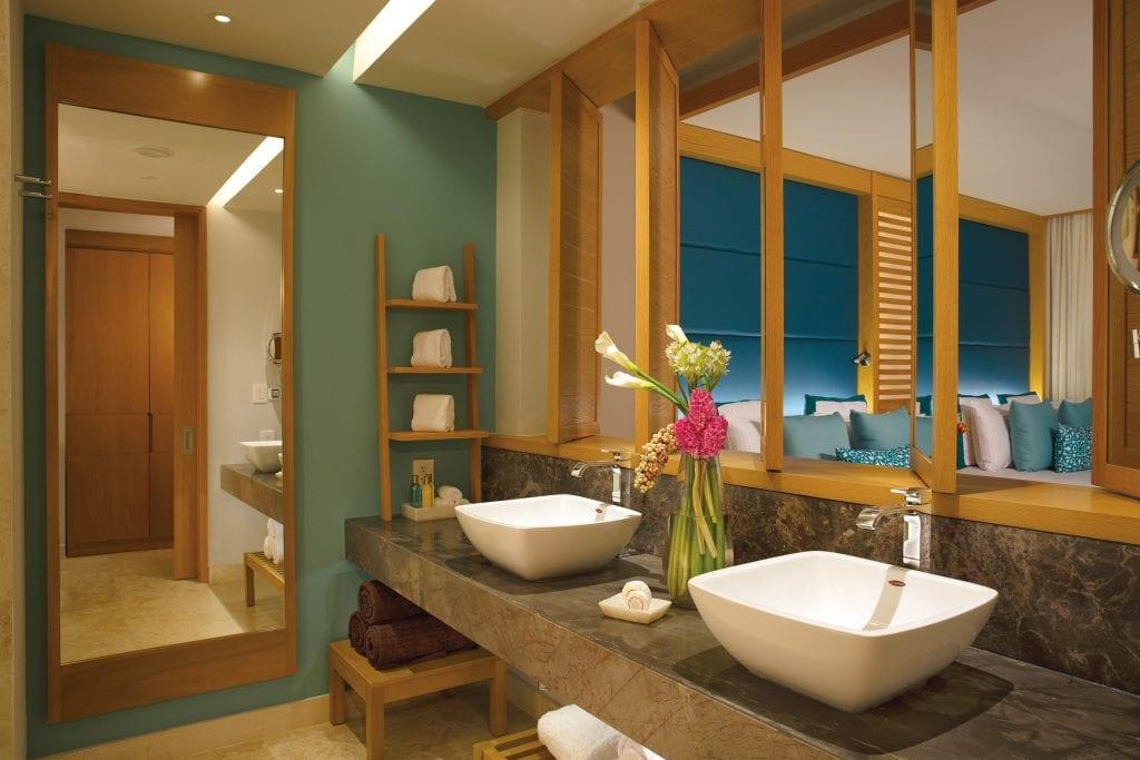 DREPM_JrSuite_Bathroom_1A