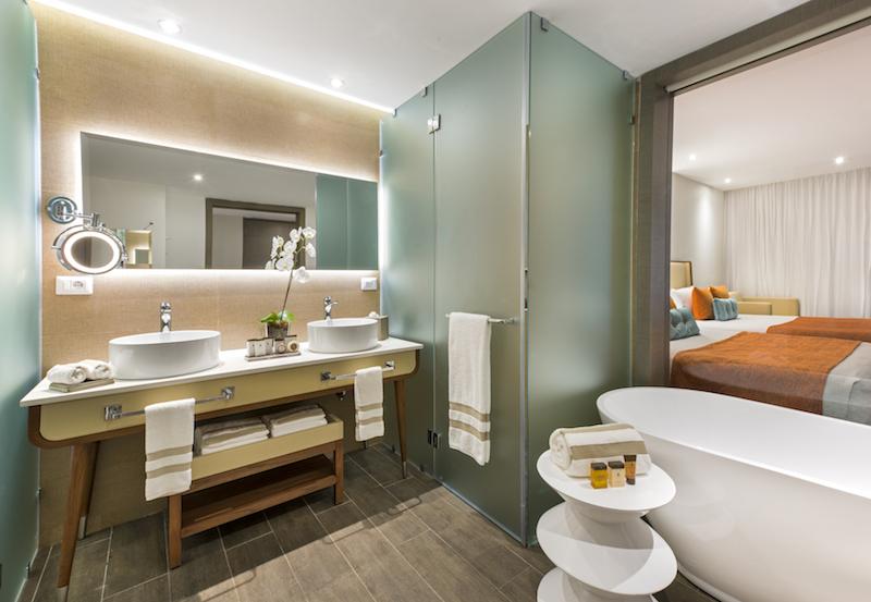 Nick Pad Suite Bath Room