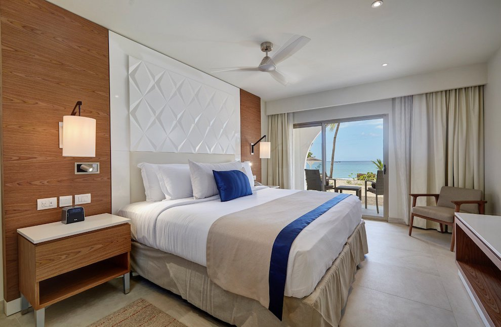 royalton_grenada_luxury_room_king_bed_lr_0420200501173719646
