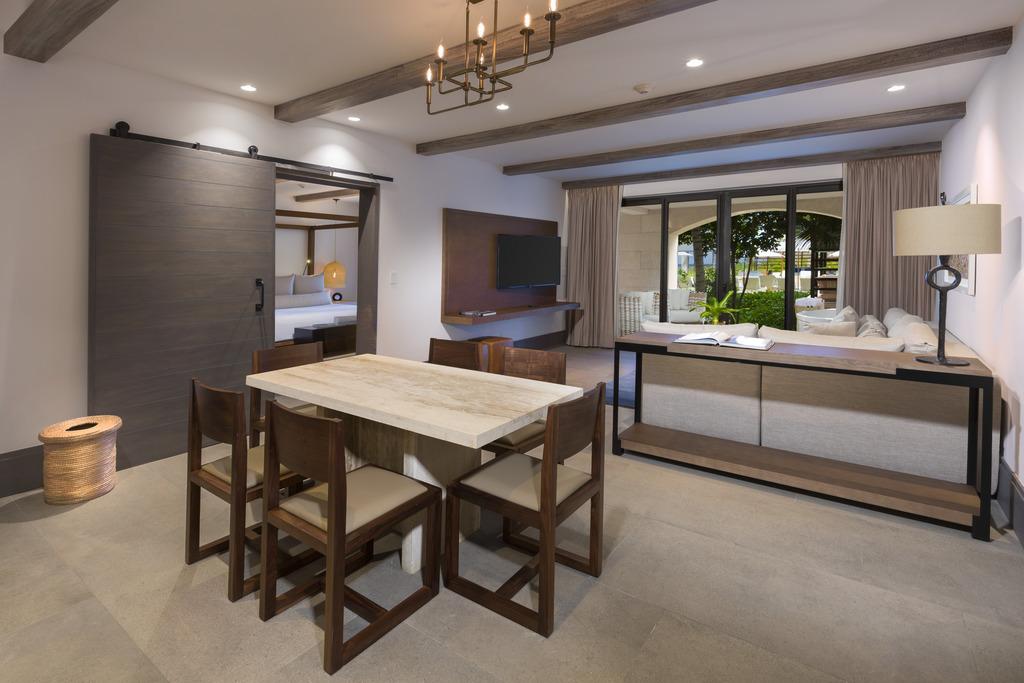 Estancia Tropical View Living Room