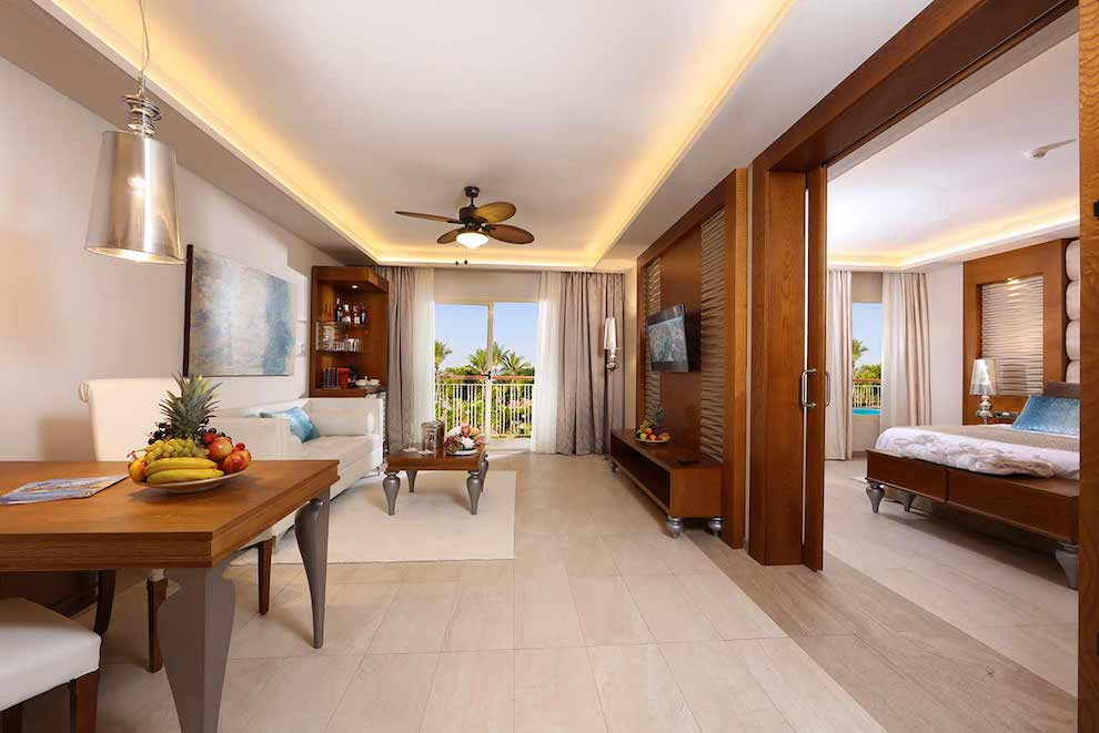 Family-Club-One-Bedroom-Suite-salon