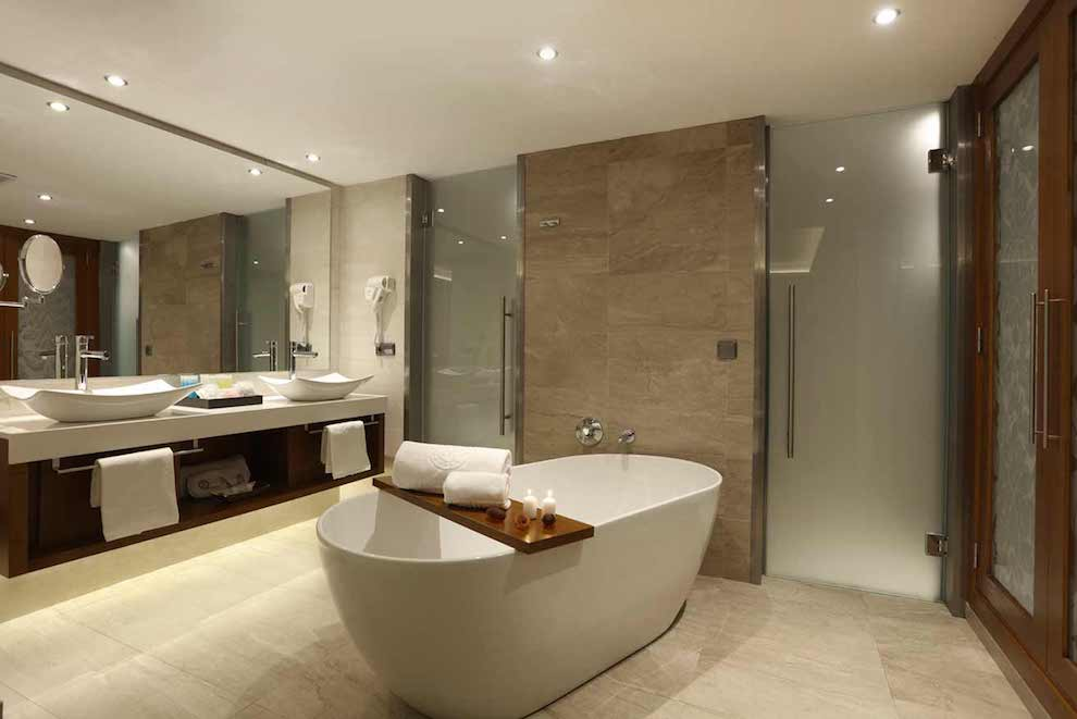Family-Club-One-Bedroom-Suite-wc-bath