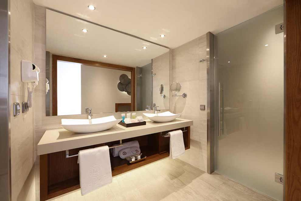 Family-Club-One-Bedroom-Suite-wc