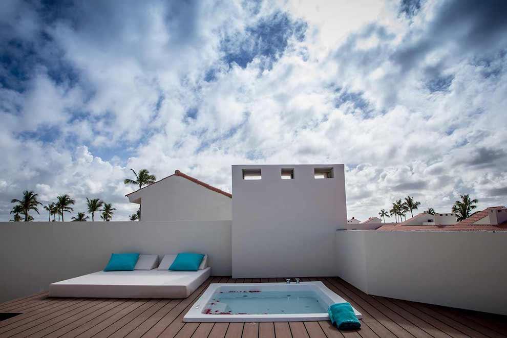 Family-Club-Sky-View-Suite-terrace-jacuzzi