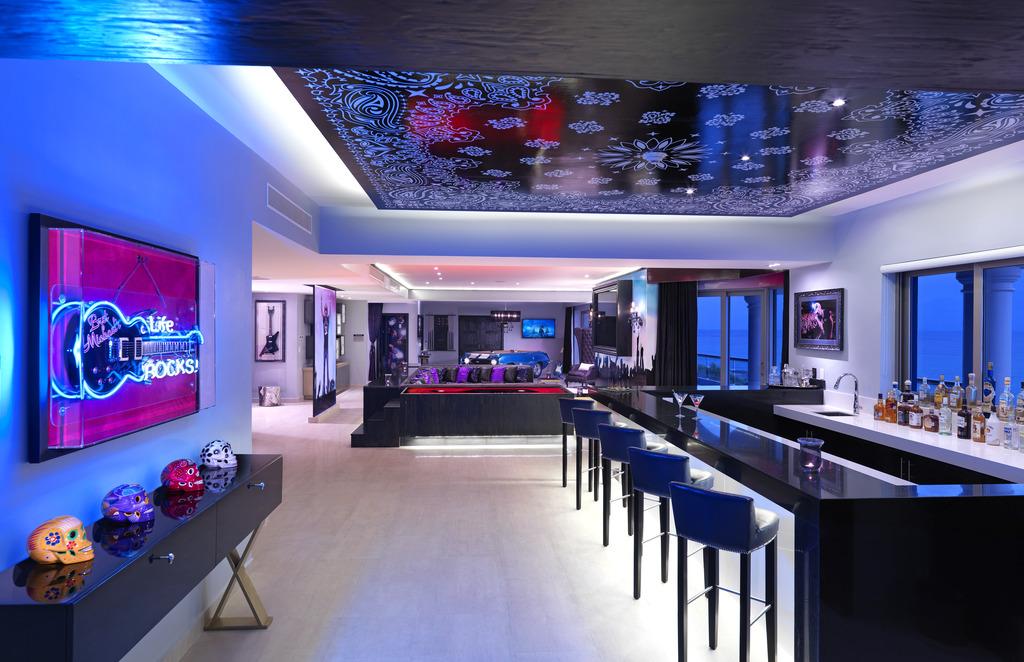 HRH Riviera Maya Rock Star Suite Kitchen & Bar