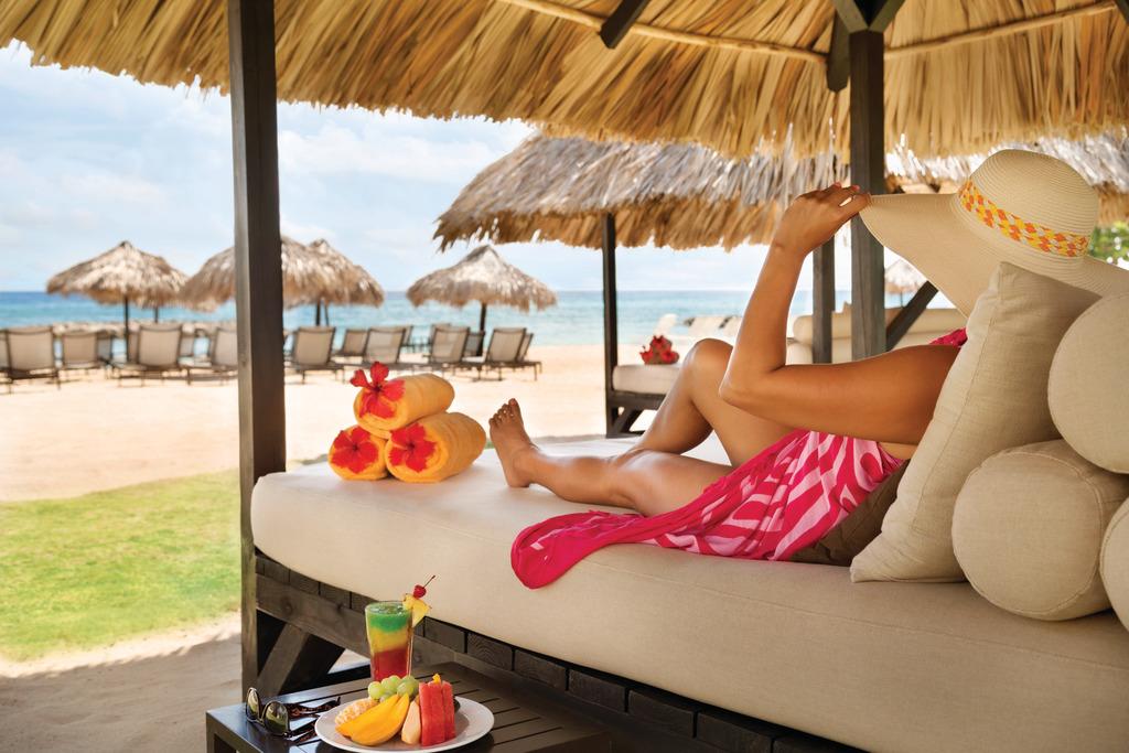 Hyatt-Zilara-Rose-Hall-Beach-Cabanas-06