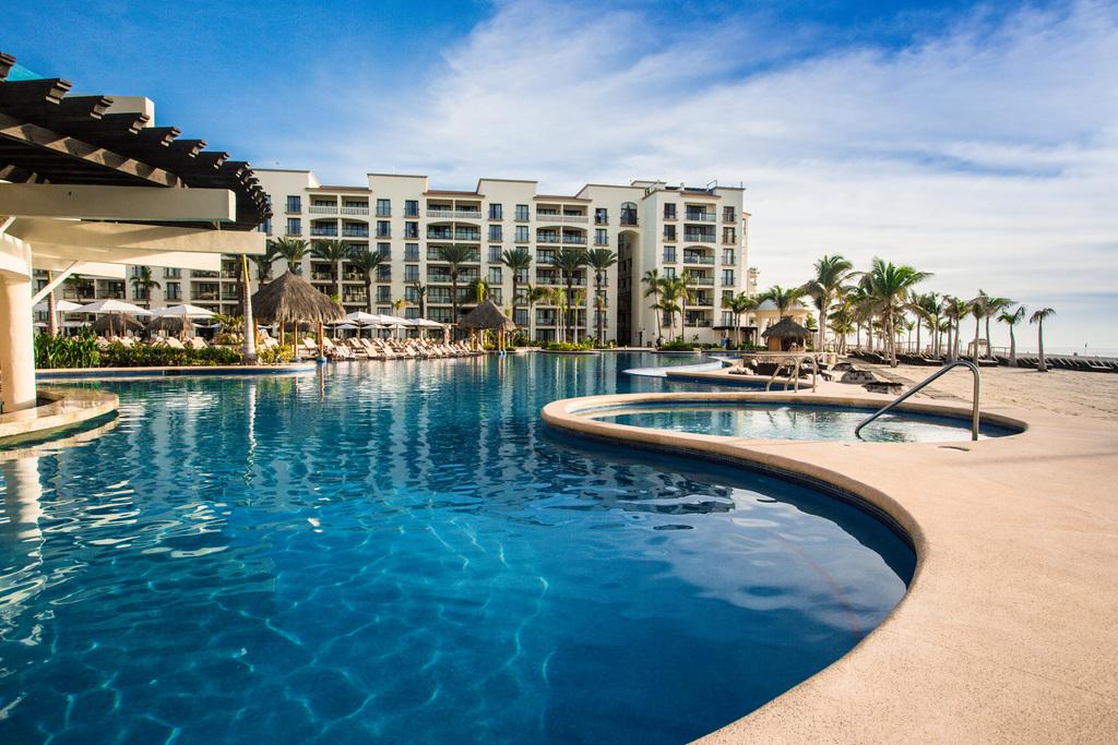 Hyatt-Ziva-Los-Cabos-Bar-Azul