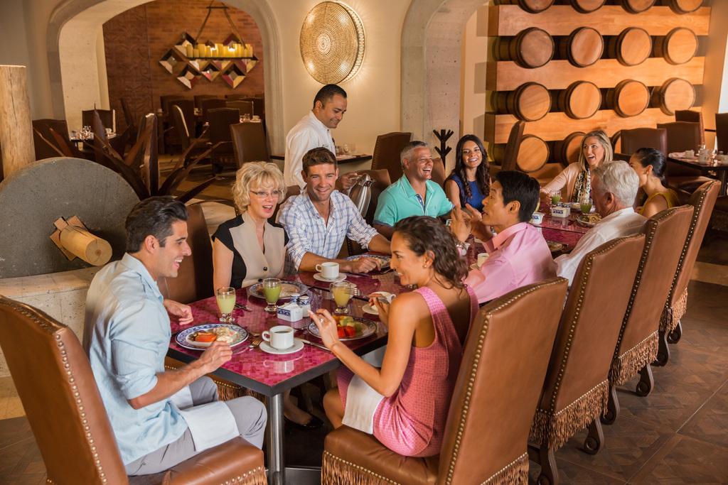 Hyatt-Ziva-Los-Cabos-El-Molino-Group-Having-Breakfast-2