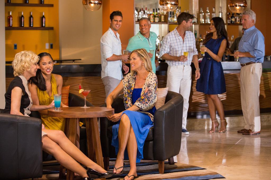 Hyatt-Ziva-Los-Cabos-El-Piano-Lobby-Bar-Group-3