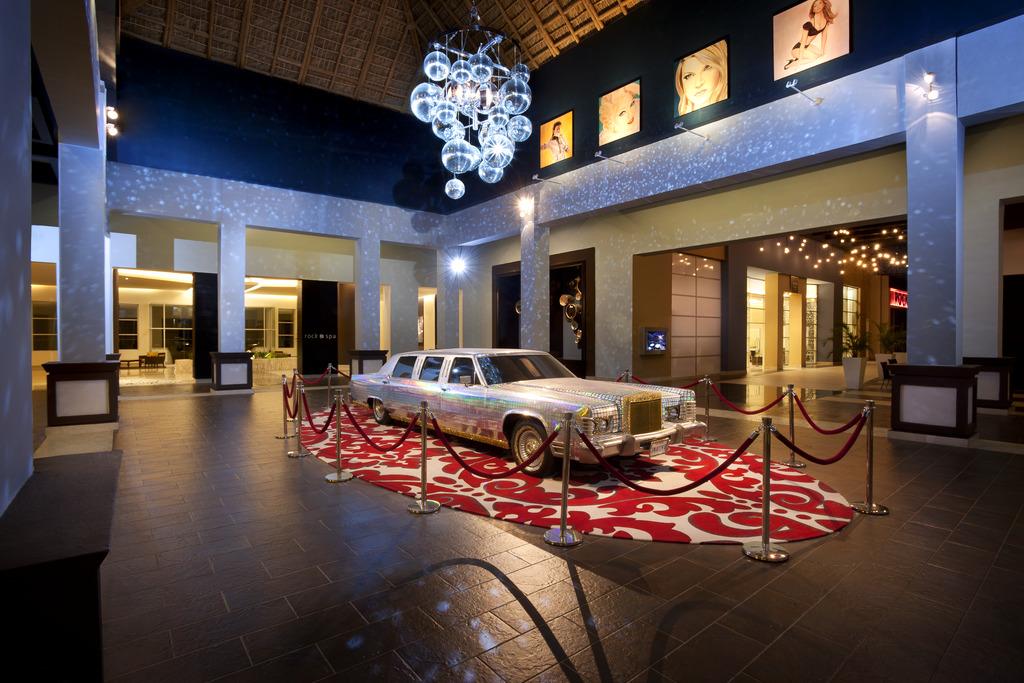 Madonna Lobby