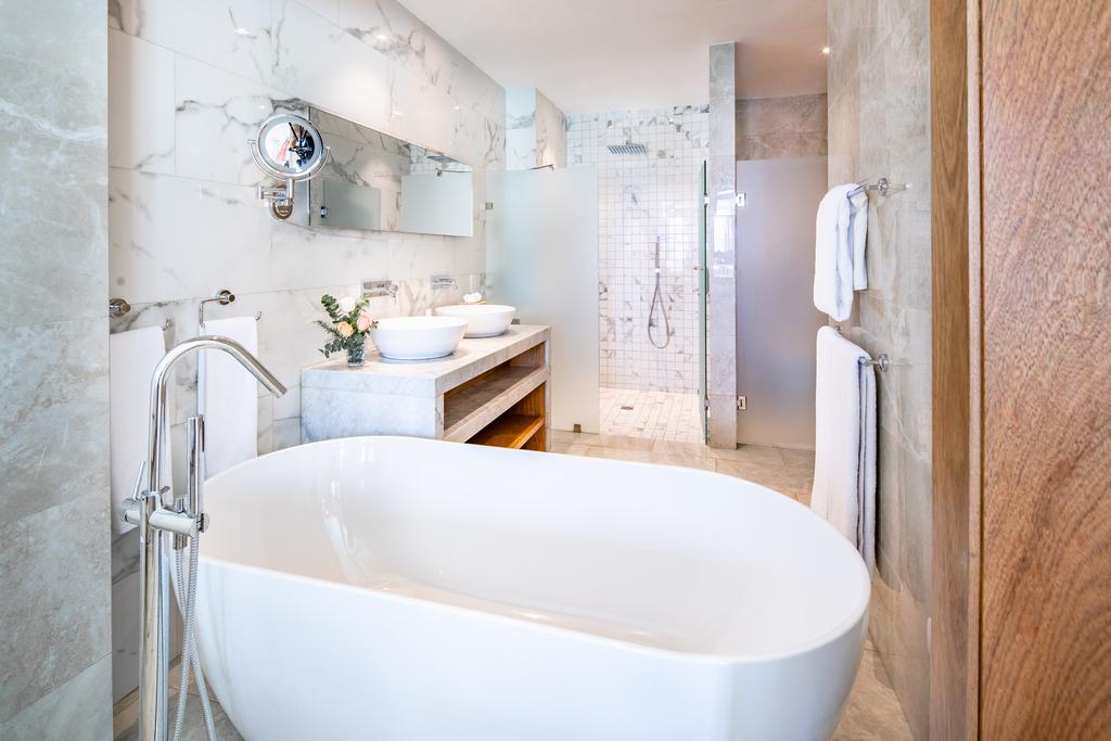 Sanctuary-Cap-Cana-Castle-Junior-Suite-Swim-Out-bath