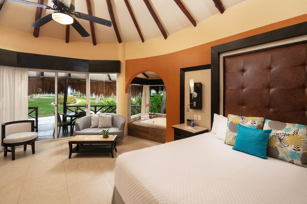 ED-Casitas-BEACHFRONT CASITA SUITE bedroom