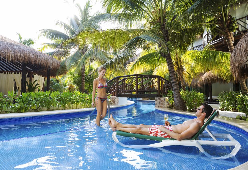 El Dorado Casitas Royale – EDCR-Couple-SwimUp-Suite