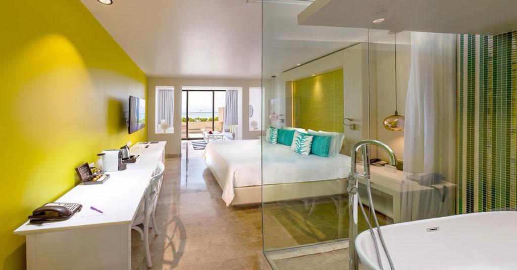 114aParadisusCancun-Royal_Service_Lagoon_View_Junior_Luxury_Suite_Room