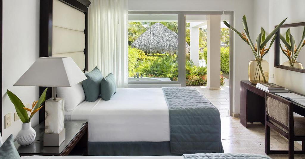 15571ParadisusPalmaRealTHR-One_Bedroom_Master_Suite_Swim_Up_Double_Beds-2