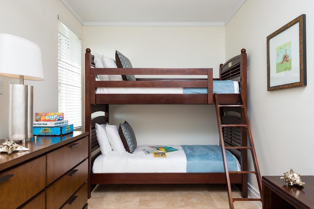 33-ocean_front_luxury_4_bedroom_suite-bedroom_(double_bunk_beds)