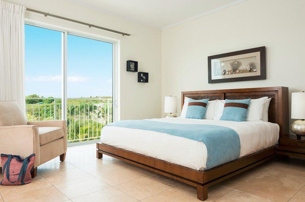 55-ocean_front_1_bedroom_suite-bedroom