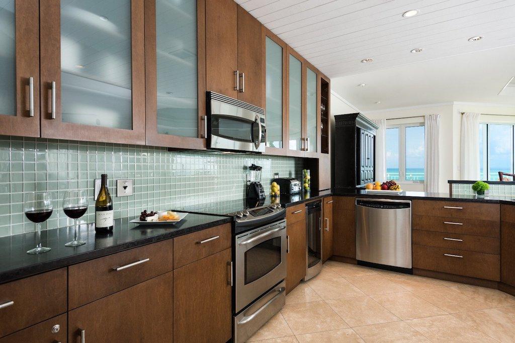 77-premier_ocean_front_3_bedroom_suite-kitchen