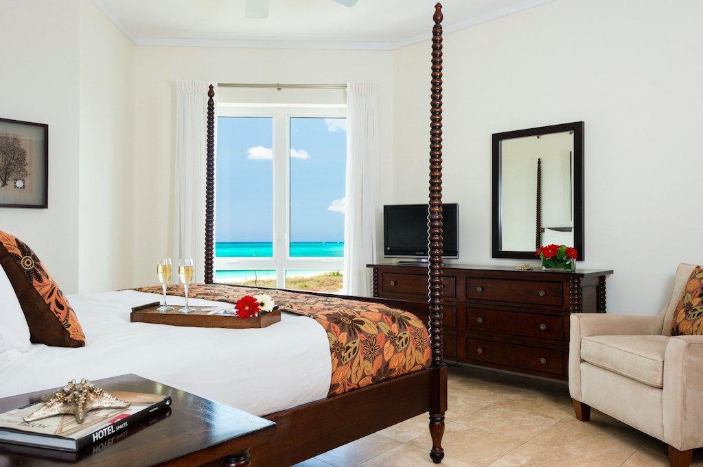 88-ocean_front_luxury_2_bedroom_suite_-master_bedroom