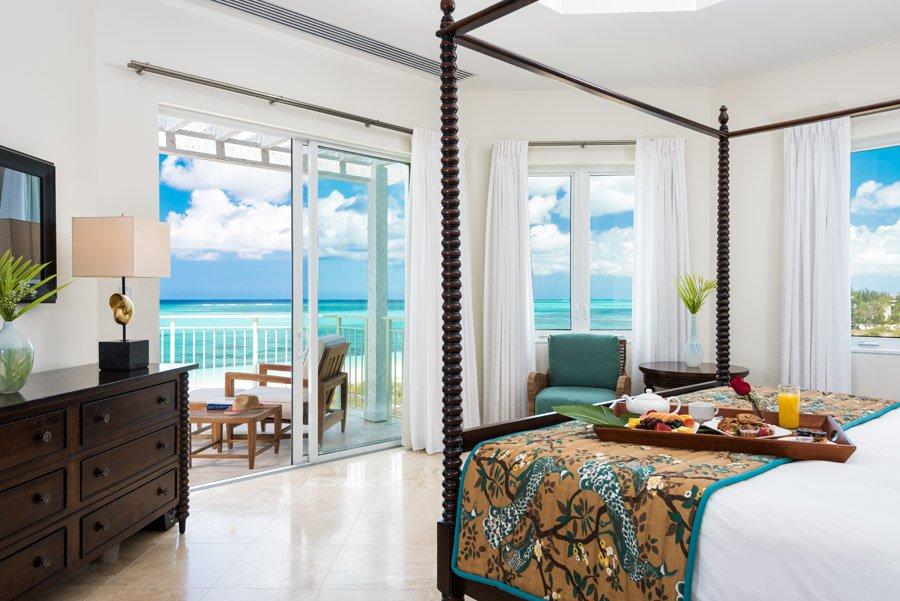 -88premier_ocean_front_3_bedroom_suite_03