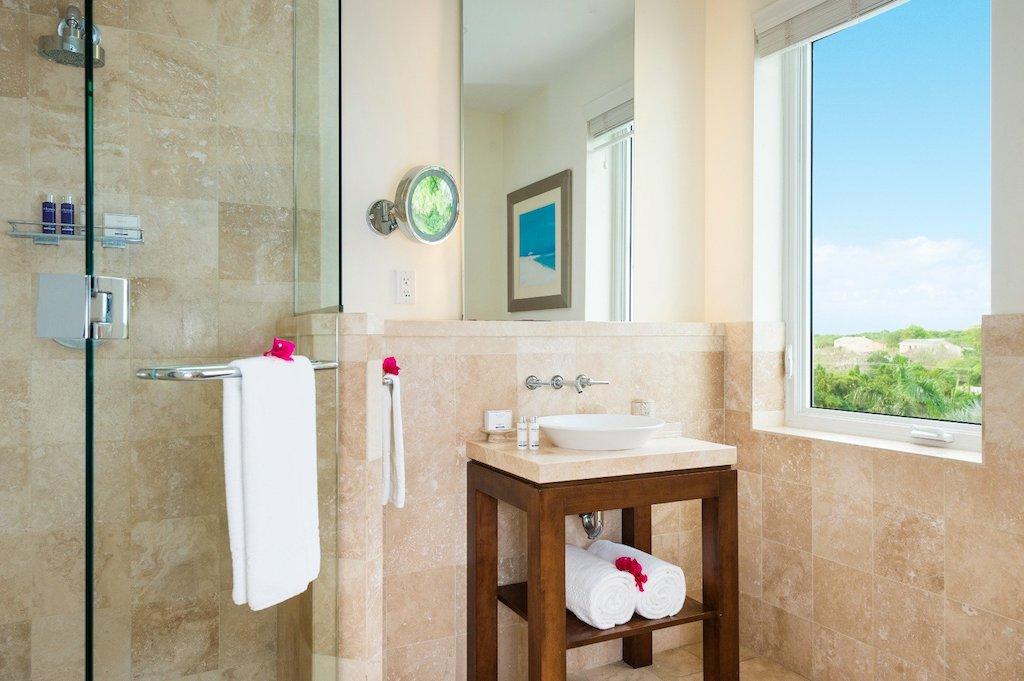 99-west-bay-tc-ocean_front_1_bedroom_suite-bathroom