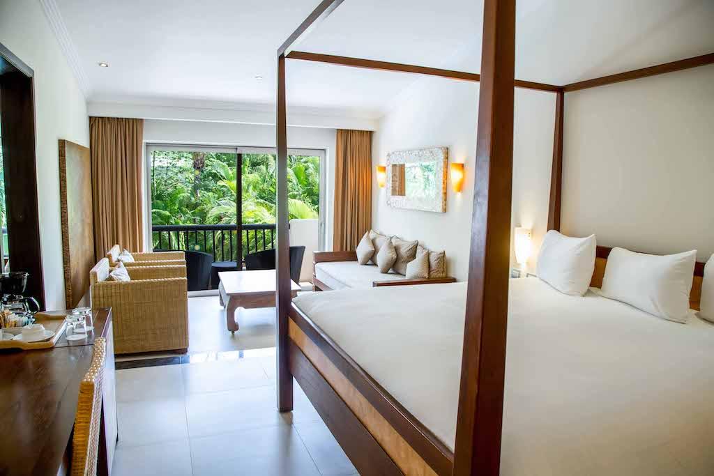 Main_RE_One_Bedroom_Suite_02_0
