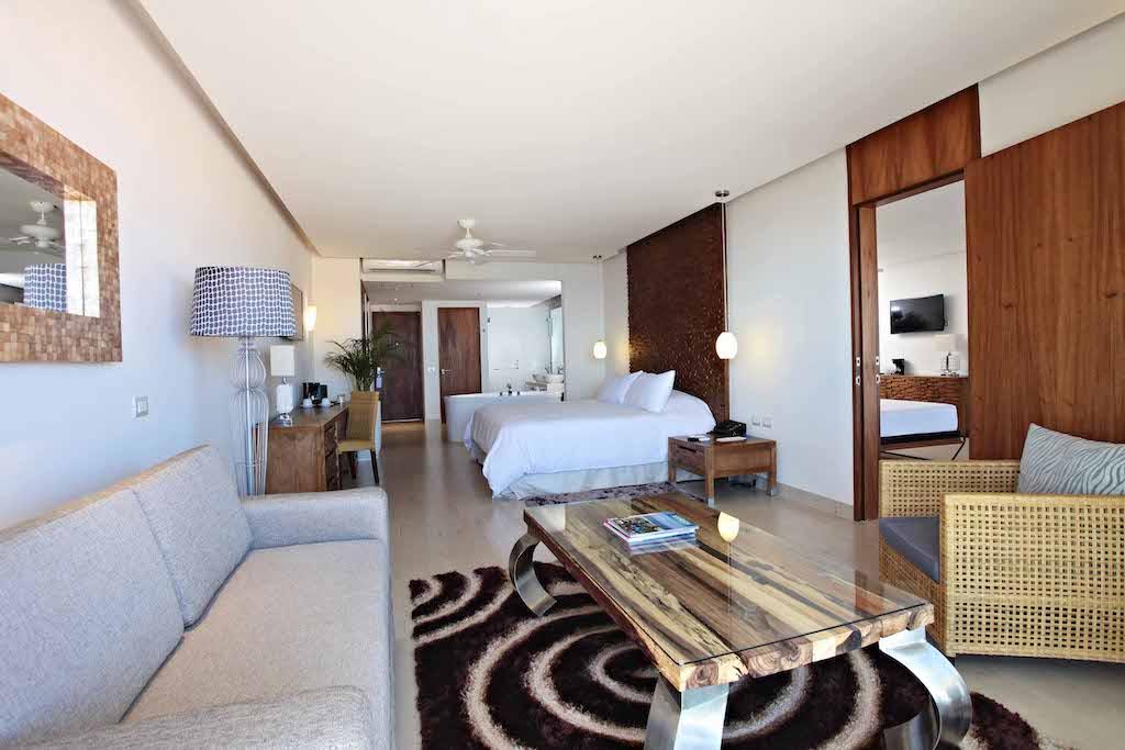 Sandos_Finisterra_Finist_Suites_OneBedroom_Master_03_1