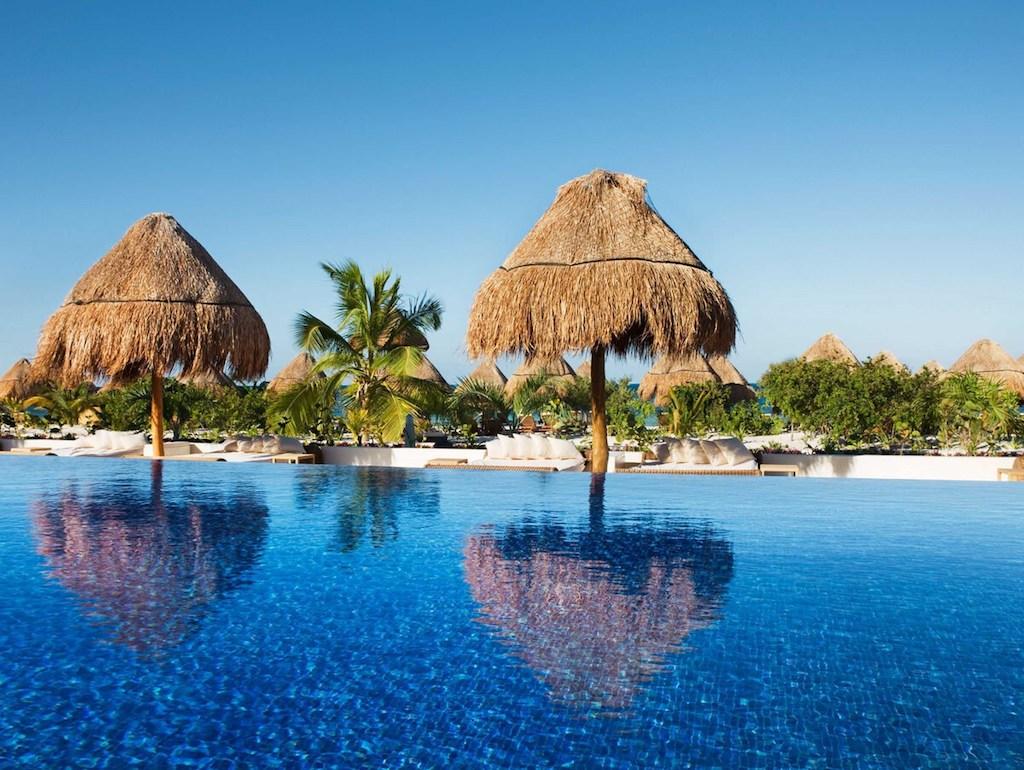 UU-BPM-cswim-up-bar-cancun