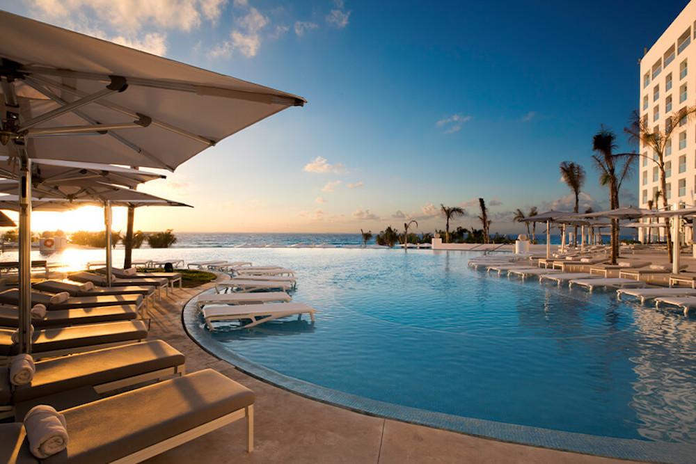WW-pool-view-le-blanc-spa-resort-cancun-gallery-image2-9abr-900×600
