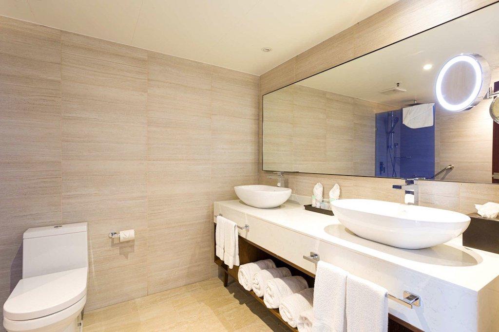 SONESTA-MAHO-oft_suite_bathroom