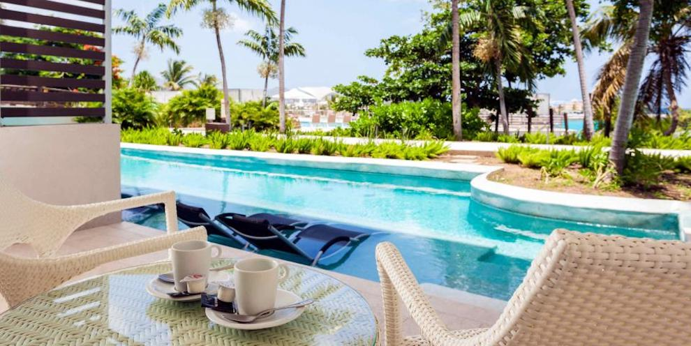 SONESTA_OP_swim-out-junior-suites-view-2