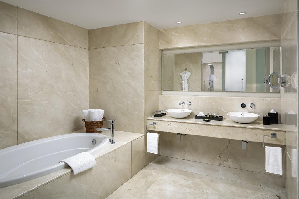 GVRN-grand-class-bathroom,large.1582830678