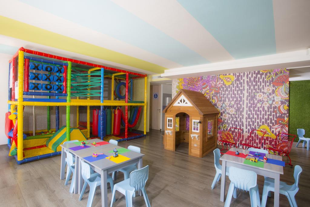 Playacar_Palace-Play Room 3