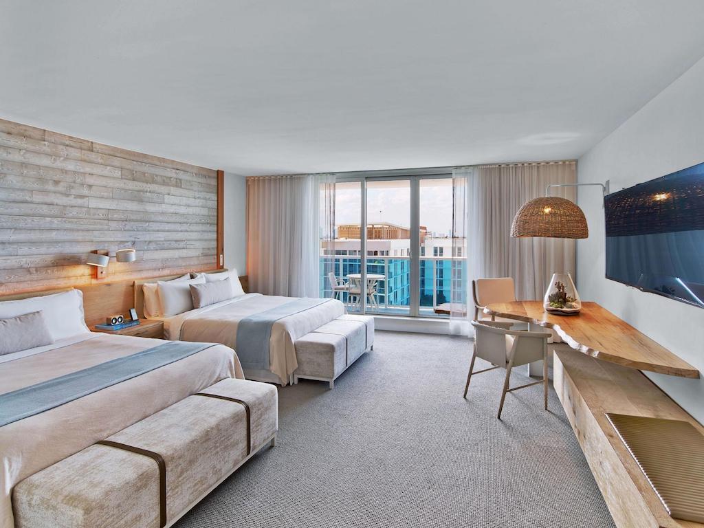 1_hotel_miami_beach_two_kings_balcony