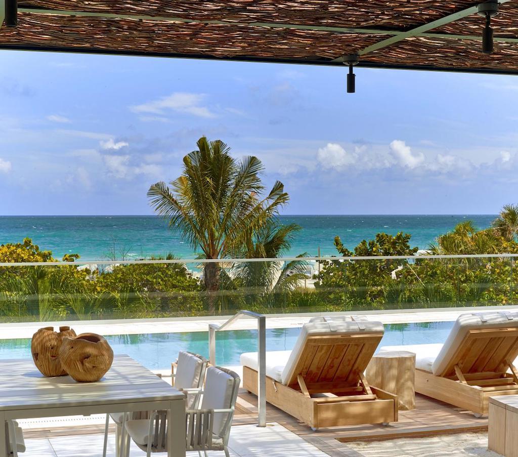 1sb-hotel-mia-hero-cabana_pool_-_cabana_view
