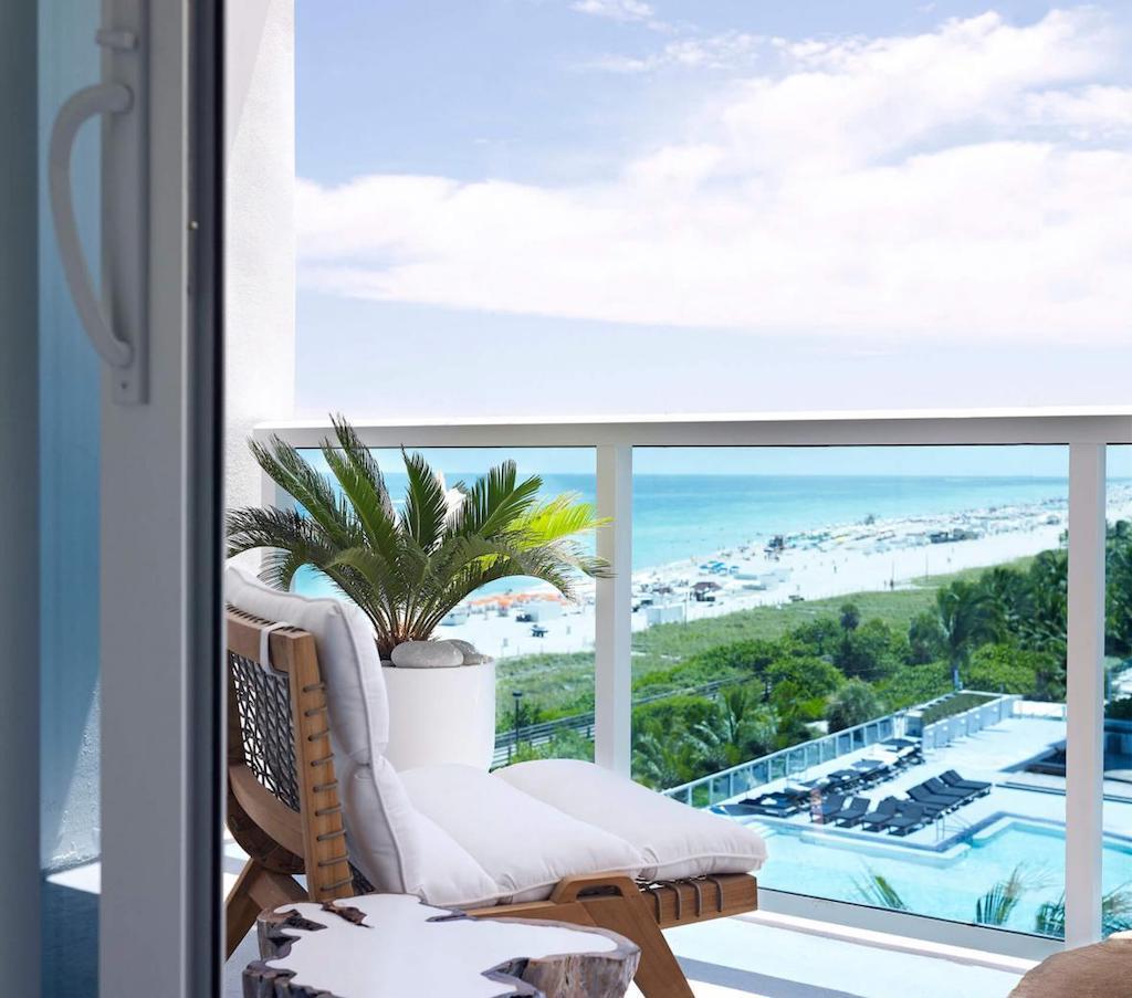1sb-hotel-mia-hero-king_bed_with_balcony-29