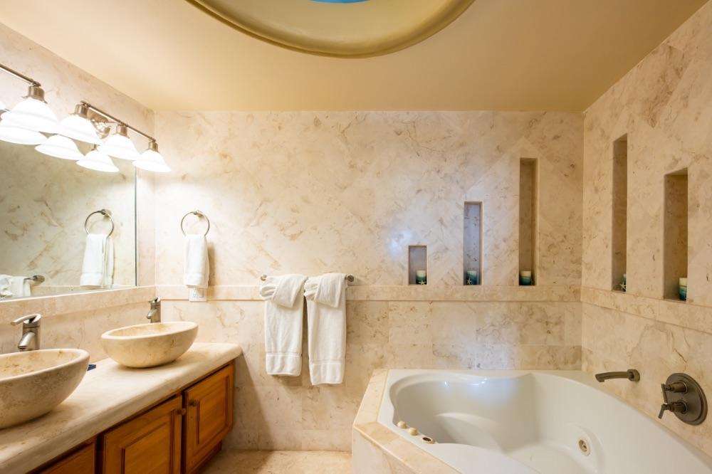 BCE-belize-Bath-and-sink-in-Villa-Paraiso
