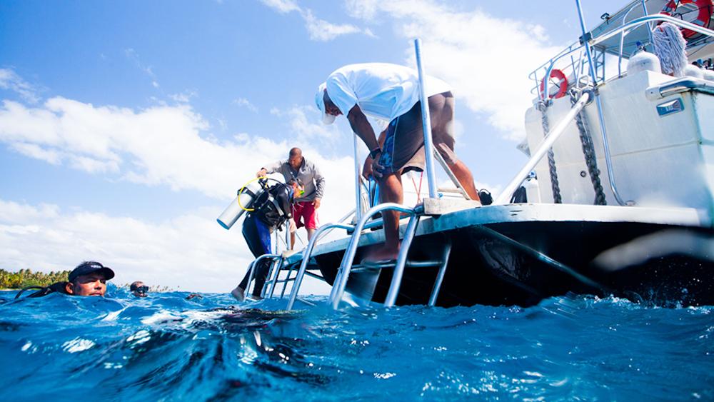 BCE-belize-scuba-diving-boat