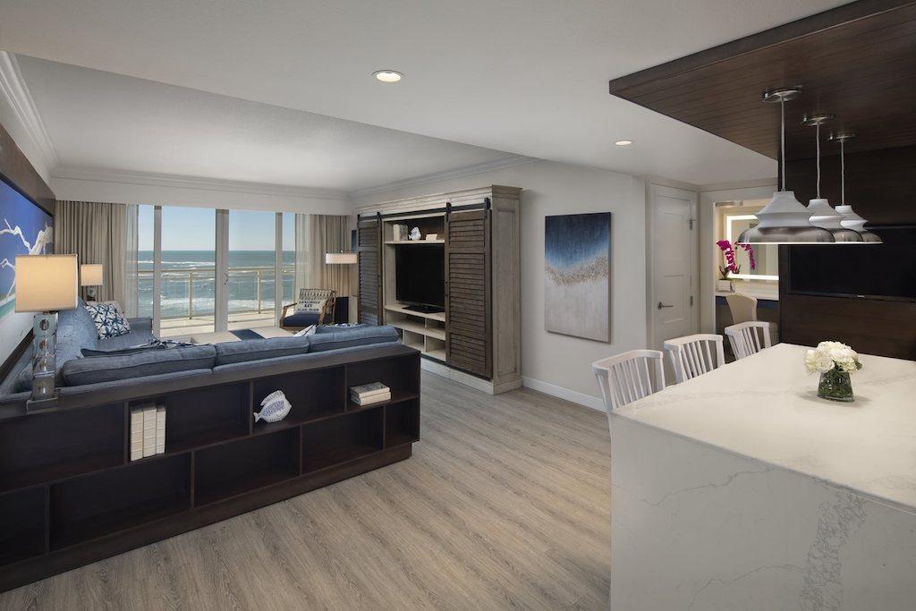 HERO-The-Resort-at-Longboat-Key-Club-Beachfront-Suite_1