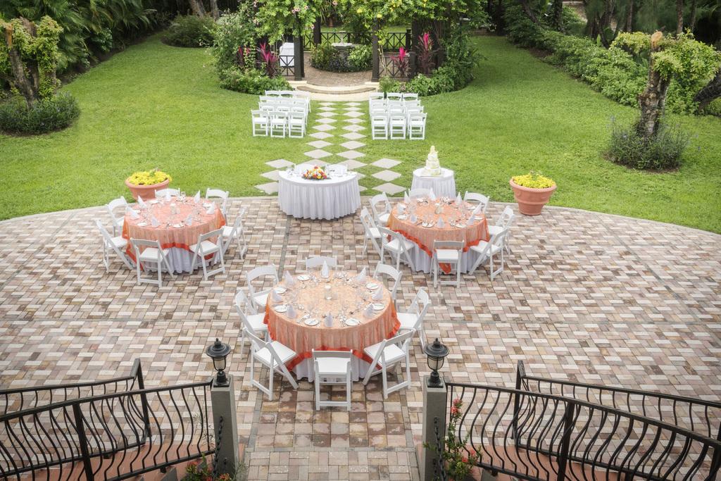 Jewel-Paradise-Cove-Beach-Resort-Courtyard-Wedding-Setup