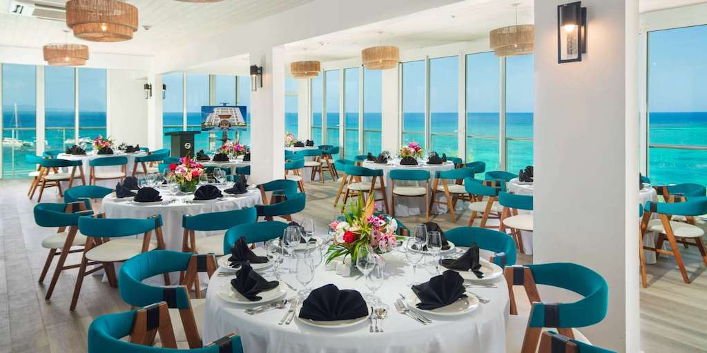 Montego_Bay,_S_Hotel_Jamaica-Sky_Lounge-1-Edit_vw20wx