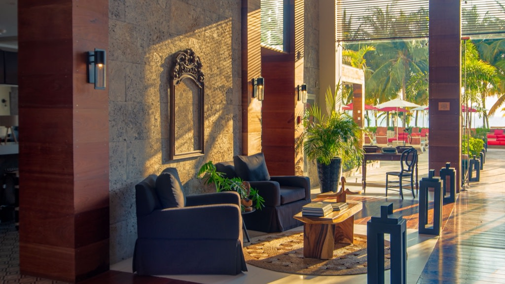 S_Hotel_Jamaica_-_Lobby_at_Sunset_1500x844_pswrwq