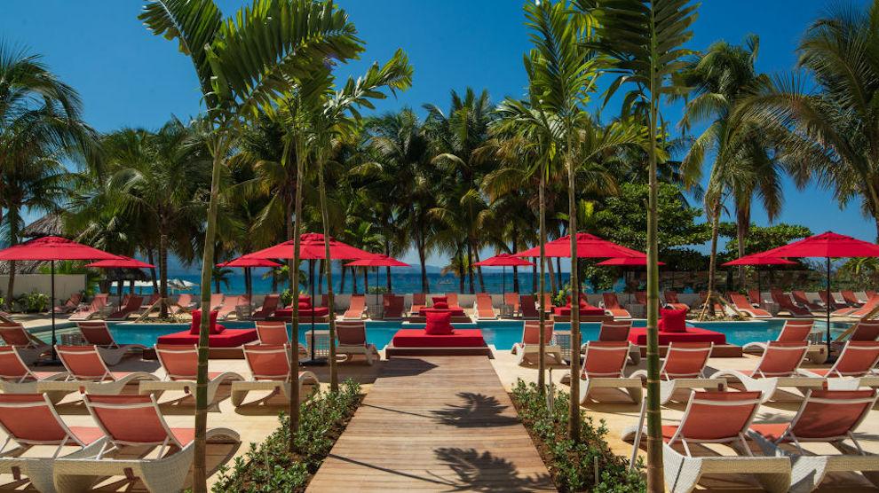 S_Hotel_Jamaica_Main_pool_