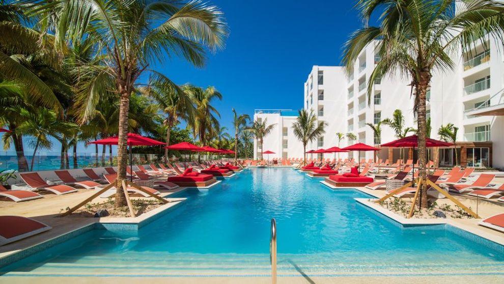 S_Hotel_Jamaica_Main_pool_2